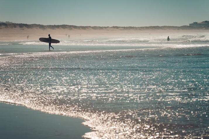 Серфинг в Португалии в октябре: поймай волну!